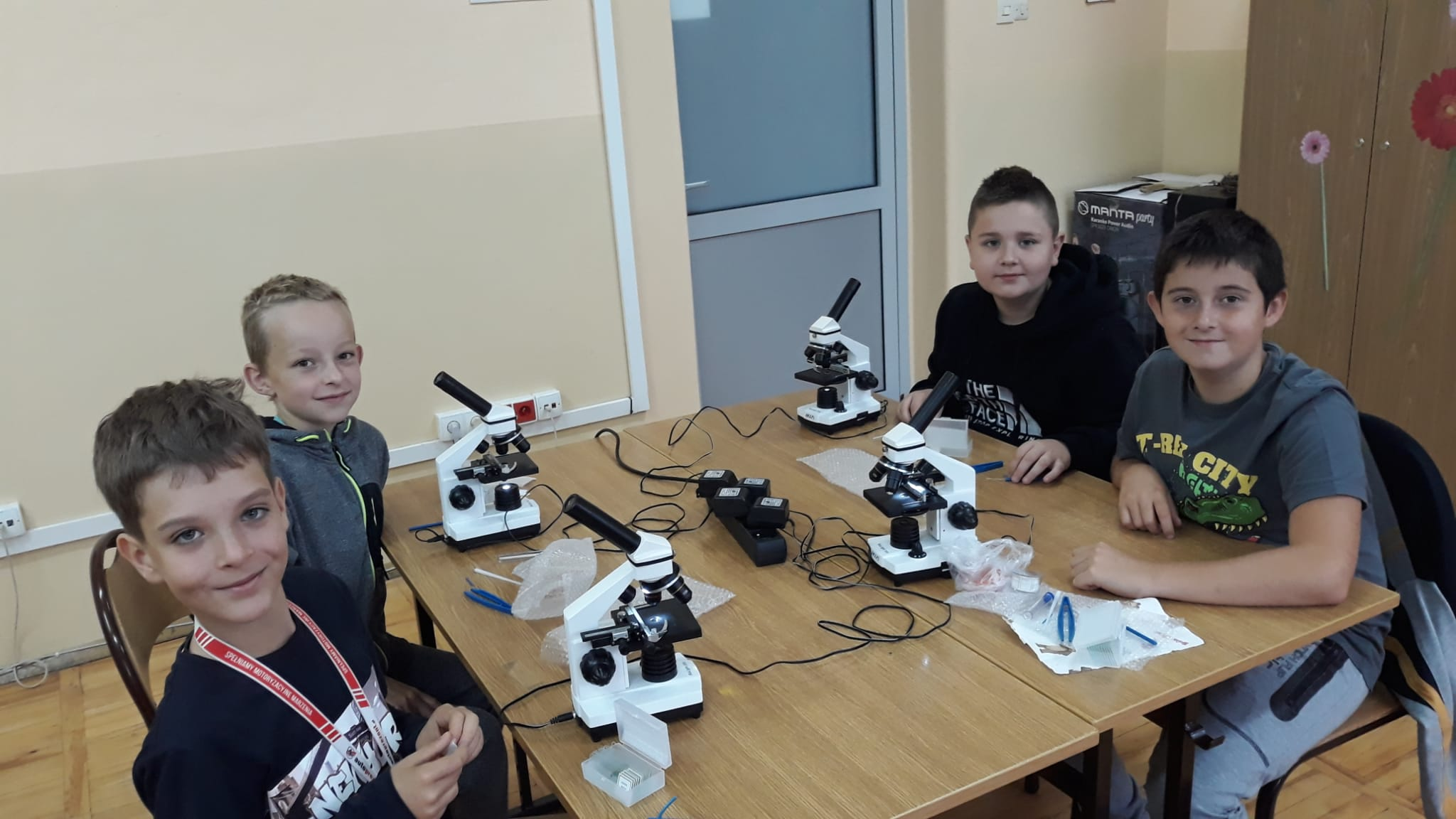 Lekcja biologii z mikroskopami